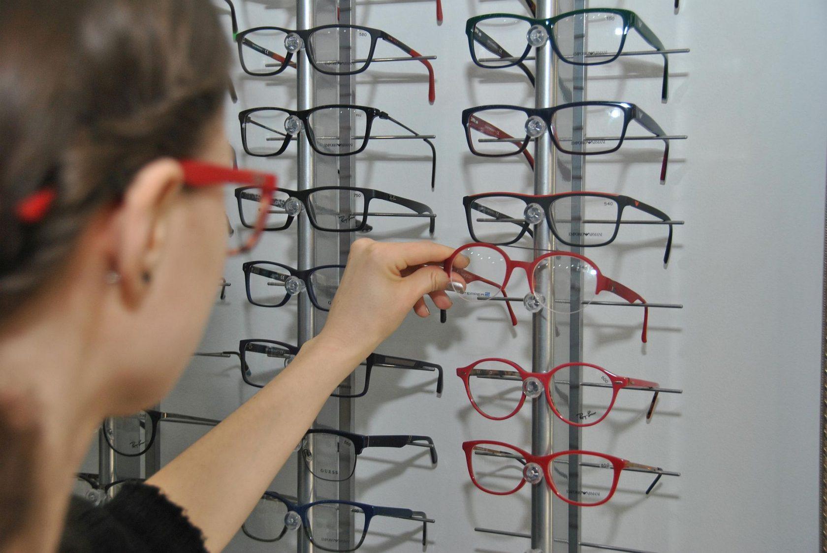 1dfb090c876327 Jak wybrać okulary korekcyjne (rodzaje szkieł, trendy) - Lubelski.pl ...